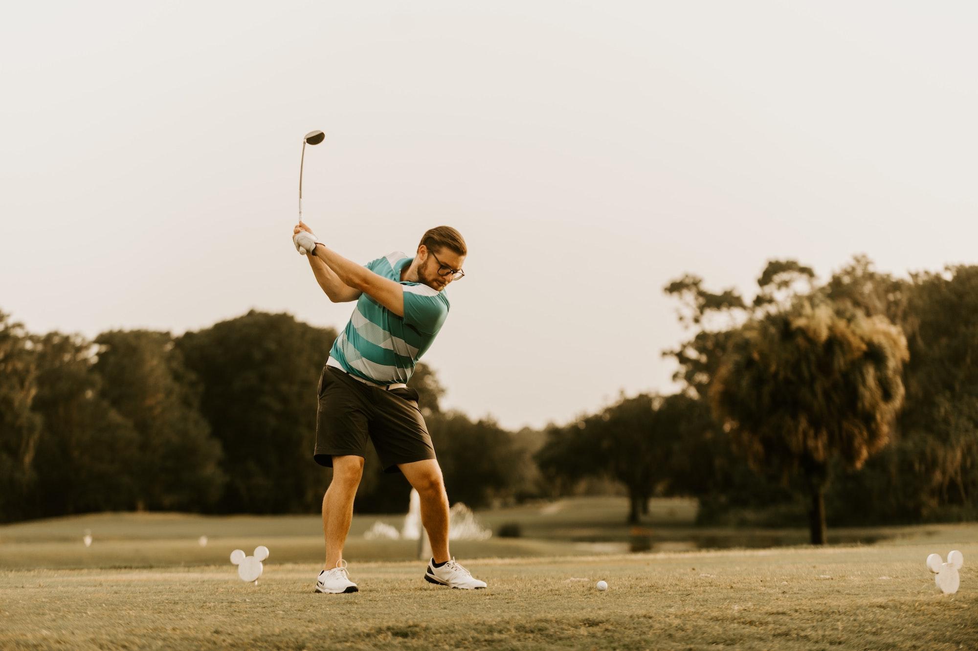 Sådan rammer du en golfbold med en driver